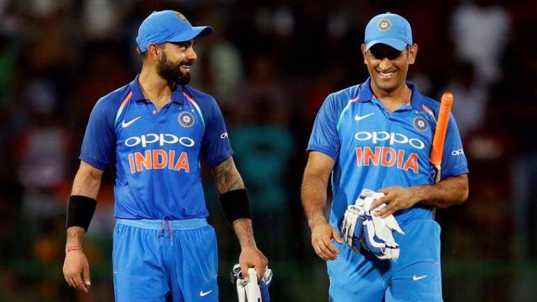 Dhoni announces retirement, Virat Kohli gets emotional