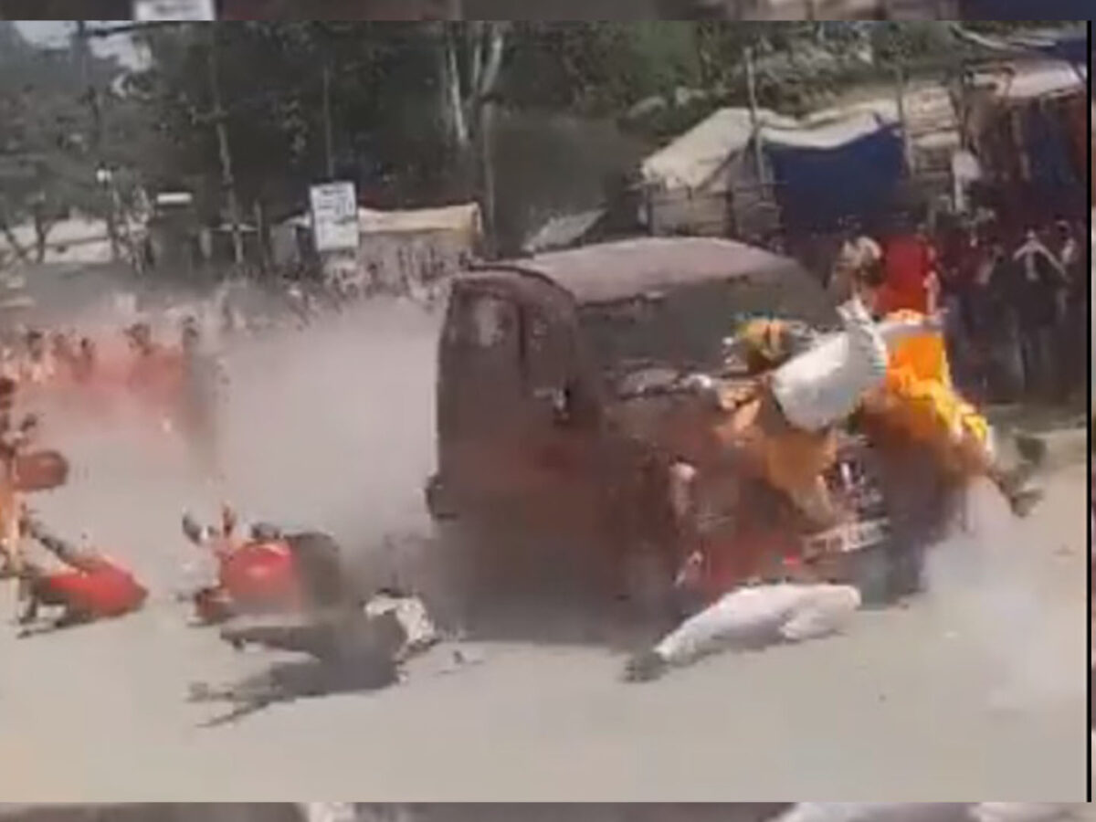 Chhattisgarh: Car came out crushing the immersion procession